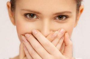 دهان بد بو از مشکلات رایج رژیم کتوژنیک